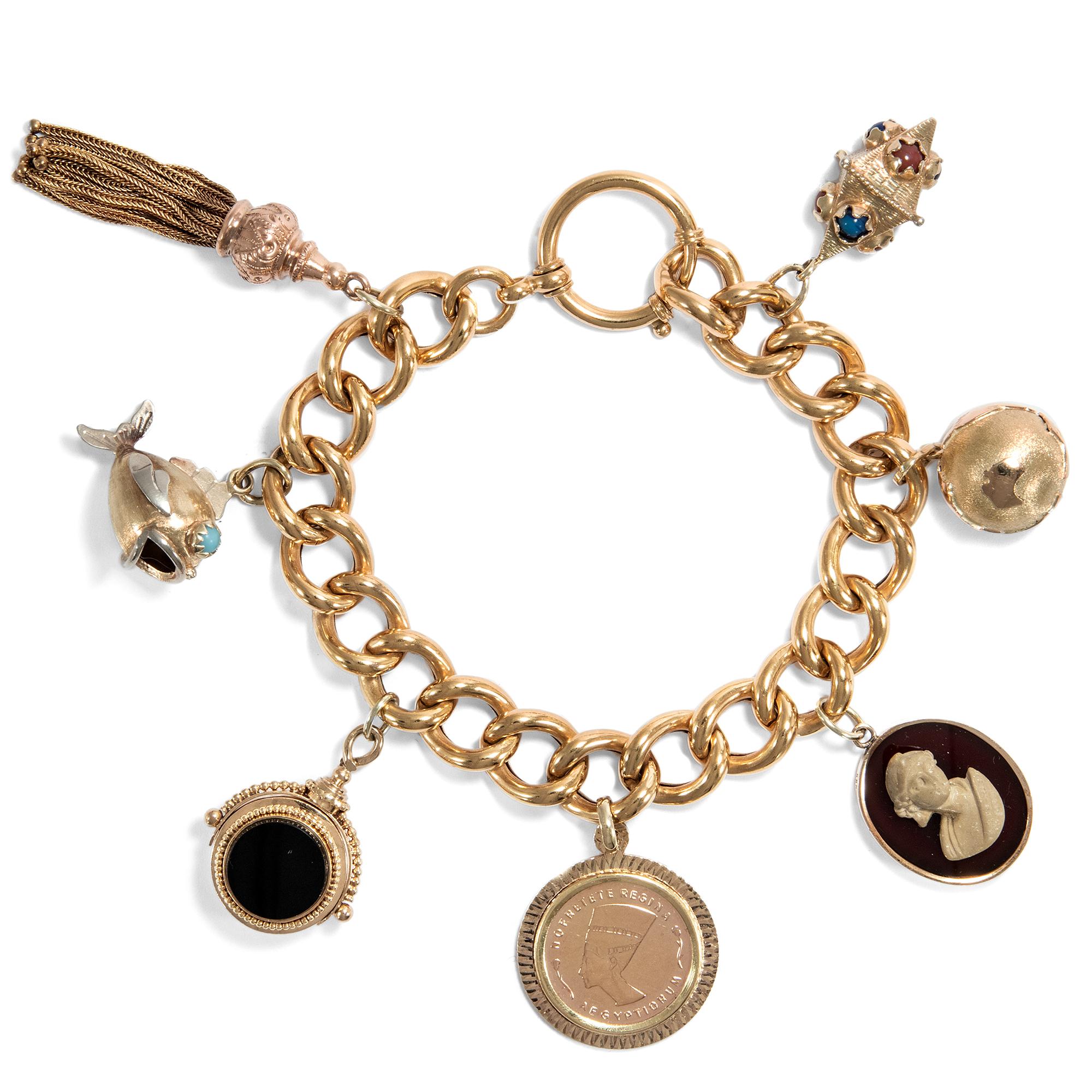Um 1900 Antique Gold Bracelet Charm