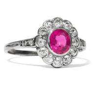 Antiker Ring mit feinem Rubin & 0,36ct Diamanten in Platin, um 1910