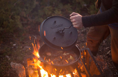 Dutch Oven Camp Chef Deluxe DO-12 Gusseisen-Kochtopf – Bild 5
