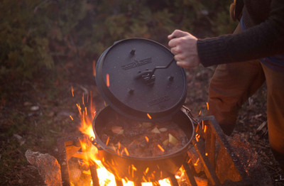 Dutch Oven Camp Chef Deluxe DO-14 Gusseisen-Kochtopf – Bild 3