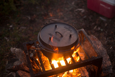 Dutch Oven Camp Chef Deluxe DO-14 Gusseisen-Kochtopf – Bild 5