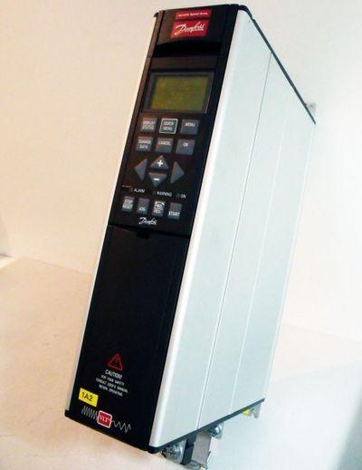 DANFOSS Variable Speed Drive Frequenzumrichter VLT5001PT5B20STR3DLF00A00 – Bild 1