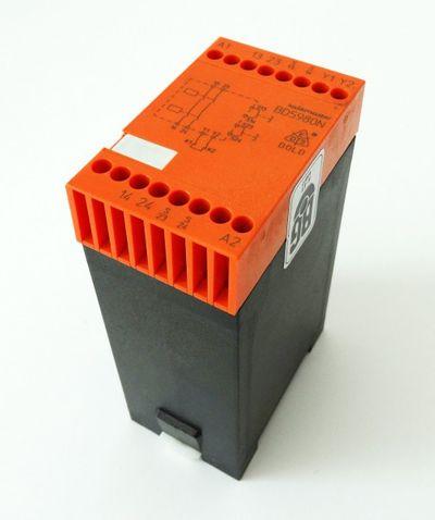 Dold 2-Handsicherheitsrelais Safemaster BD5980N  gebraucht / used – Bild 1