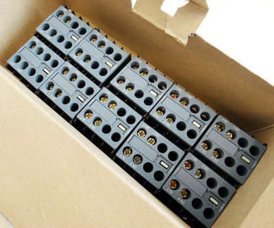 Siemens 3RH2911-1HA11 E: 02 Hilfsschalterblock VE = 10 Stk. -unused in Box- – Bild 1