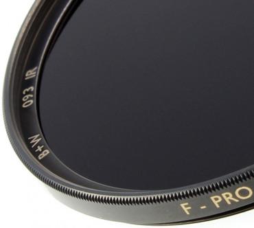 B+W Infrarotfilter 093 schwarzrot (830) 62,0 mm  F-Pro Digital