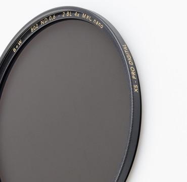 B+W Graufilter 802 ND 0,6  4x    49,0 mm  +2 Blenden XS-Pro  MRC Nano vergütet