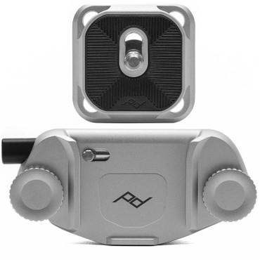 Peak Design Capture Clip v3 Silver inkl. Standard Plate Kameraclip zum Tragen von DSLR-/DSLM-Kameras an Gurten oder Gürteln