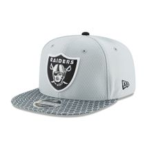 New Era NFL OAKLAND RAIDERS Authentic 2017 Sideline 9FIFTY Snapback Game Cap