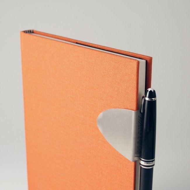 Notizbuch mit Leineneinband und Stiftehalter – Bild 6