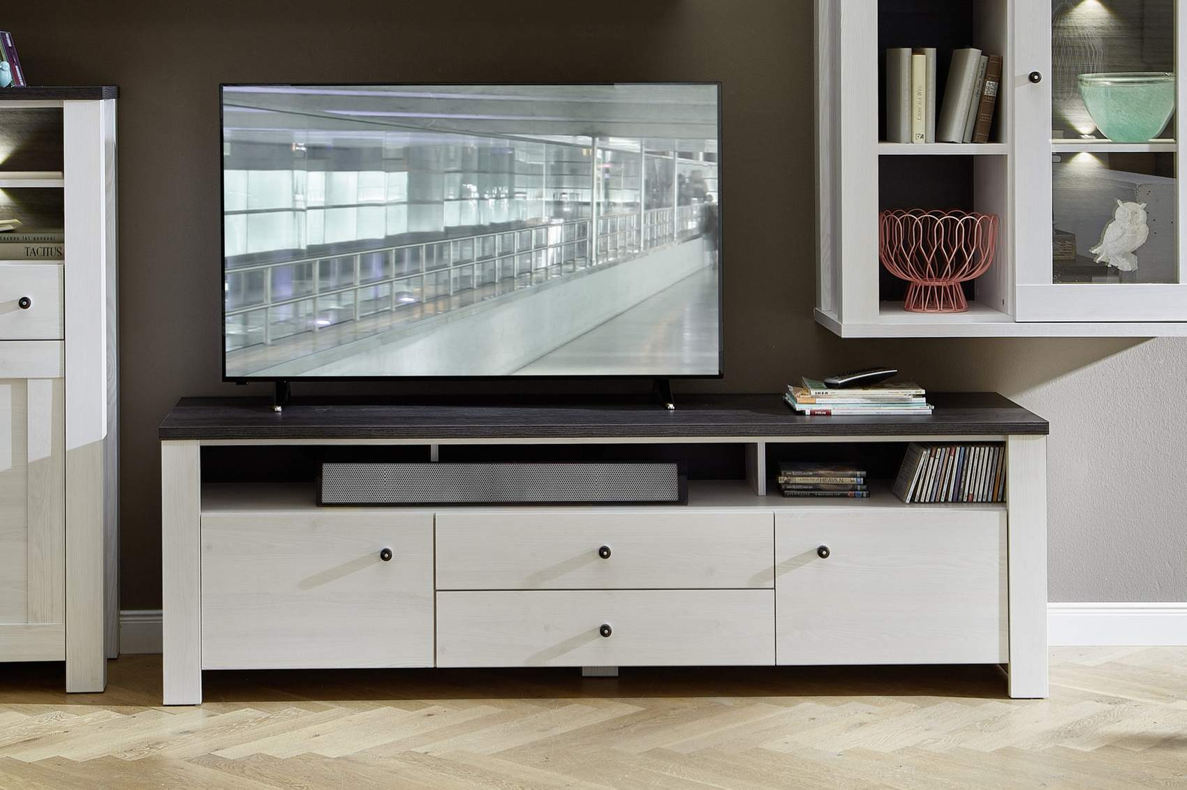 tv lowboard antwerpen 190 cm l rche wei nachbildung. Black Bedroom Furniture Sets. Home Design Ideas