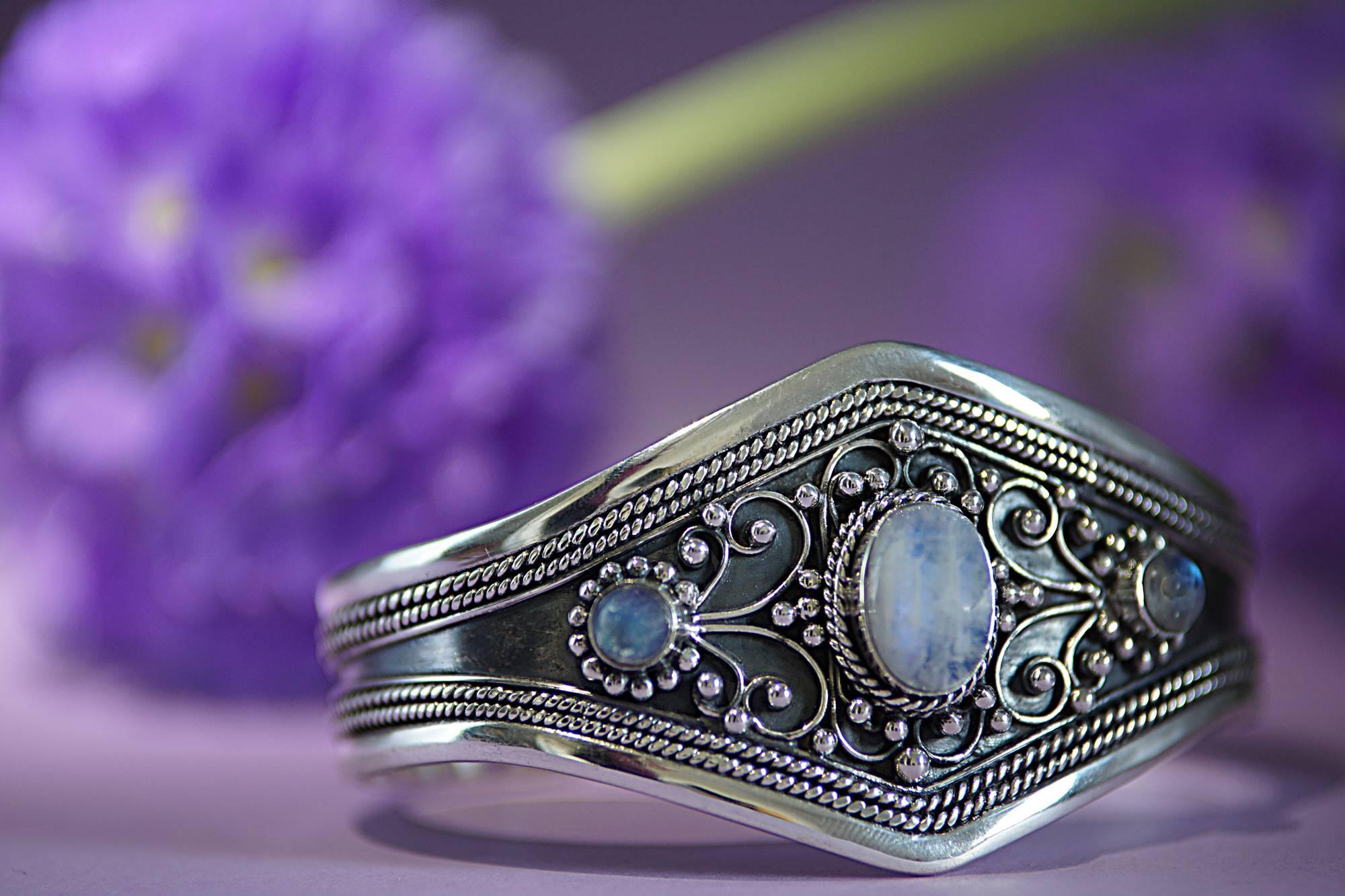 Armreif 925 Silber mit Regenbogen Mondstein