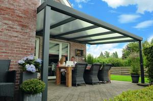 Alu-Terrassendach mit Polycarbonatbedachung  Breite: 7 m – Bild 1
