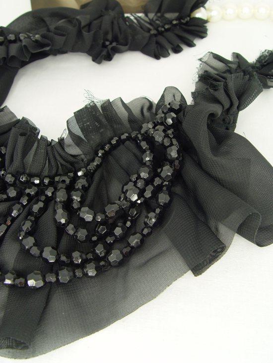 Vintage Schmuck Halskette schwarz shabby Stoffcollier Textilkette Kunstperlen