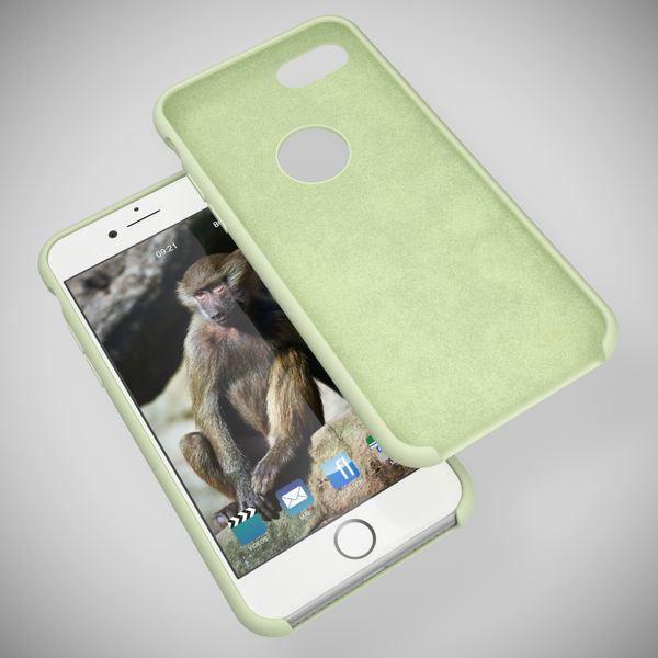 iPhone 8 Liquid Silikon Hülle von NALIA, Ultra-Slim Handyhülle Hard-Case mit Silk Touch & Microfaser, Dünnes Cover Schutz Skin, Etui Handy-Tasche Back Bumper für Apple i-Phone 8  – Bild 13