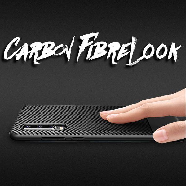 NALIA Handyhülle kompatibel mit Huawei P30, Ultra-Slim Hülle Silikon Case Cover, Dünne Carbon Look Premium Schutzhülle, Etui Handy-Tasche Backcover Smartphone Bumper TPU Gummihülle - Schwarz – Bild 5