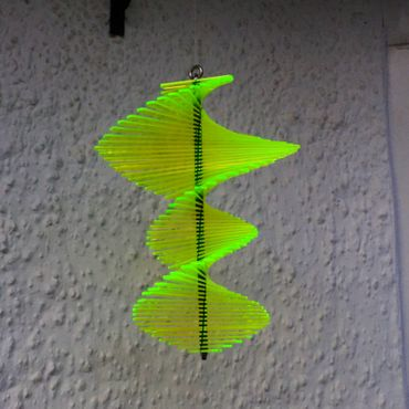 Wind Spinner, flourescent, 27cm wide, 40cm high – image 6
