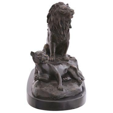 Big cats Lion & Lioness figures repro artwork as bronze animal sculpture  – image 4