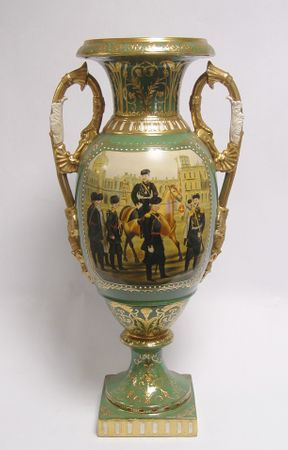 Baroque porcelain handle vase antique design amphore soldier officer grenn gold castle