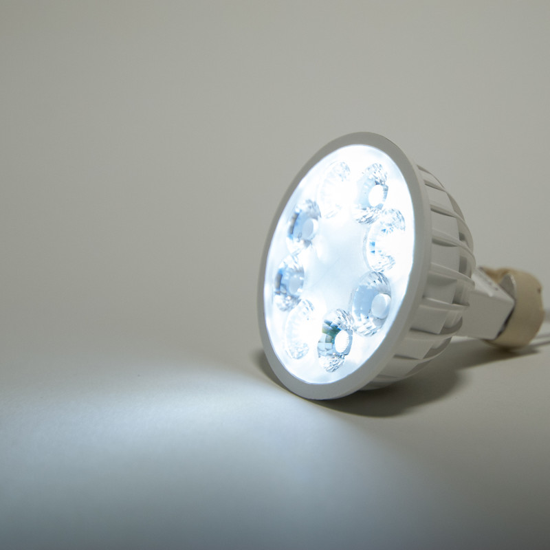 Easy Serie MR16 LED Spot RGB-W+WW | 4/8 Zonen | 12V | 4 Watt | 280 Lumen | 2.4 GHz