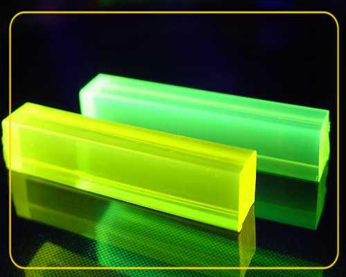2 m LISA® Plexiglas® Vierkanstab 10 x 10 mm gelb