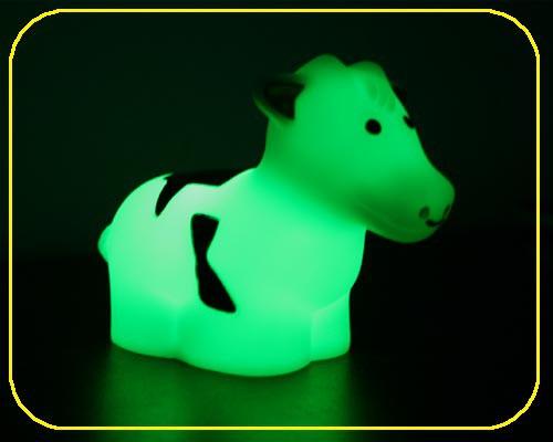 Kuh klein, On/Off, RGB Farbwechsel - inkl. Batterien – Bild 1