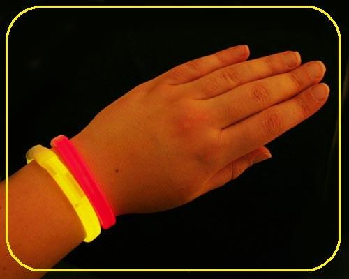 VIP Armbänder rot 25 Stück – Bild 1