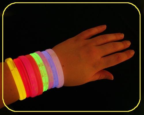 VIP Armbänder weiß 25 Stück – Bild 1
