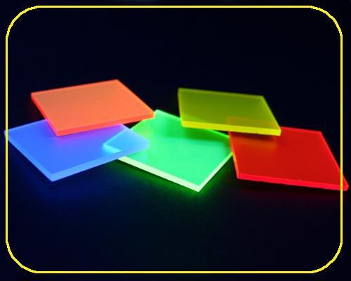 satinierte Leuchtplatte 3mm | 335x504 mm | rot – Bild 3