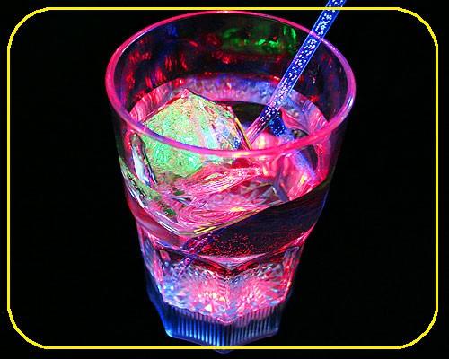 LED Whiskyglas, 0,33 ltr., 8 Lichtf. inkl. Batt. – Bild 1