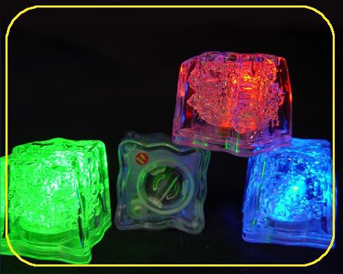 LED Deko Eiswürfel (S) 3 Funktion blau, 2x CR1620 Batterie (Artikel darf nicht ins Gefrierfach gelegt werden!) – Bild 4