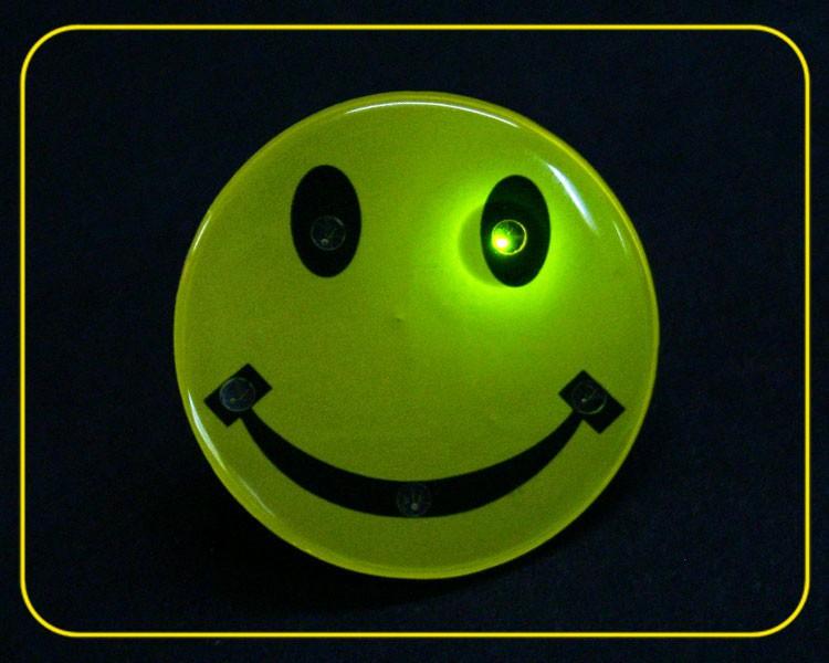 Blinkie Smiley mit Anstecker, LEDs 5-farbig – Bild 2