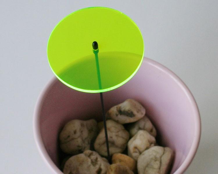 Fluo Scheibe grün midi, 6 cm auf 25 cm Stab Ø2mm  – Bild 1