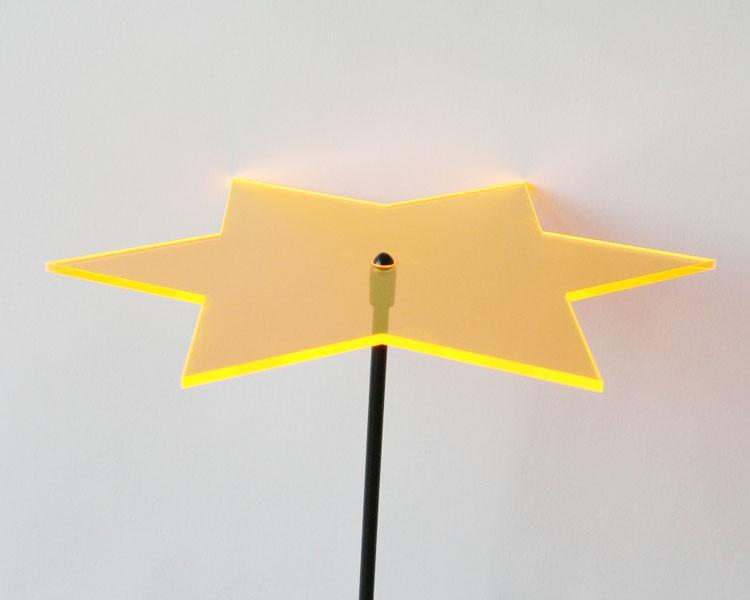 Fluo Stern mini 4 cm goldgelb auf 20 cm Stab Ø 2mm