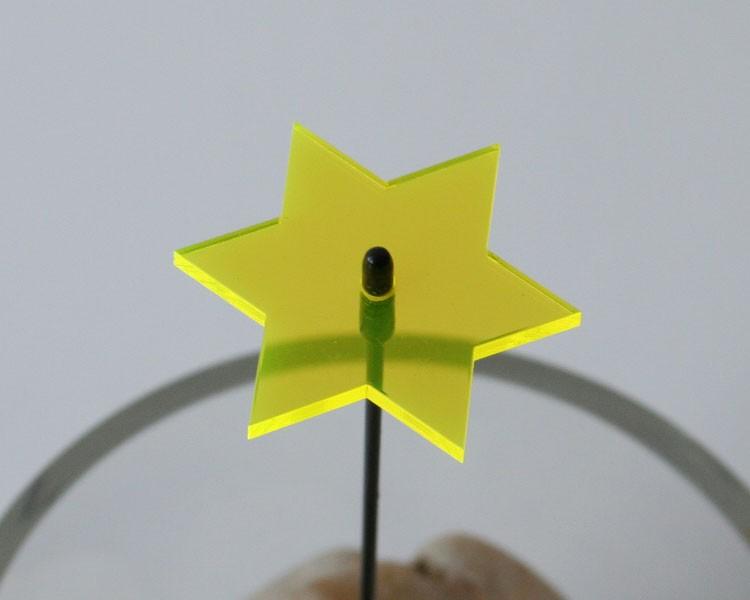 Fluo Stern mini 4 cm gelb auf 20 cm Stab Ø 2mm – Bild 1