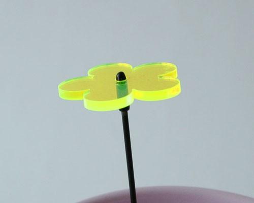 Fluo Blume mini, 4 cm auf 25 cm Stab Ø2mm gelb – Bild 1