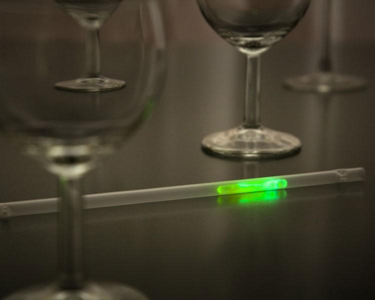 Leuchtstrohhalm mit grünem Mini Knicklicht, 100 Stück