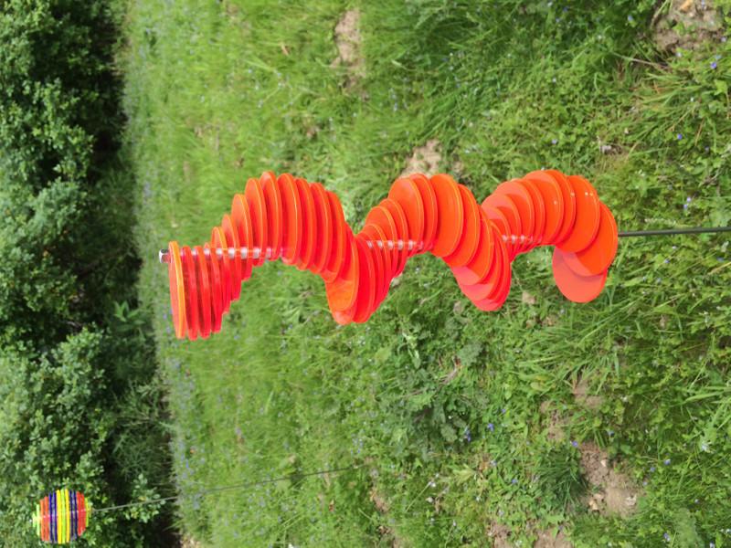rote Spirale HENRY mit 40 Scheiben montiert 1m Stab  – Bild 1