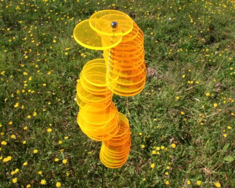 goldgelbe Spirale HENRY mit 60 Scheiben montiert 1m Stab  – Bild 1