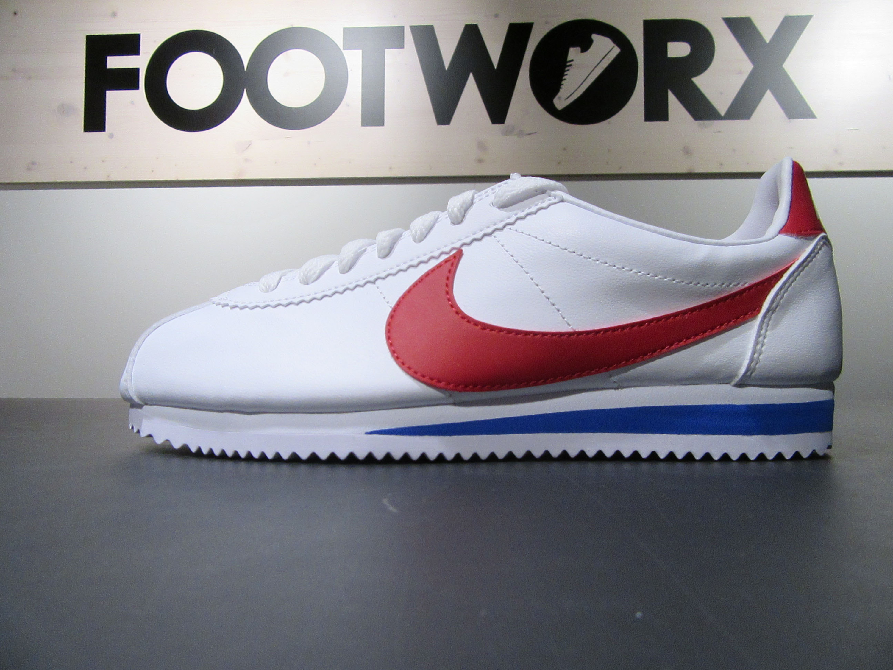 7fc46ea6611efc ... shop nike classic cortez leather retro vintage sneakers für damen in weiss  rot d7dc9 dc536