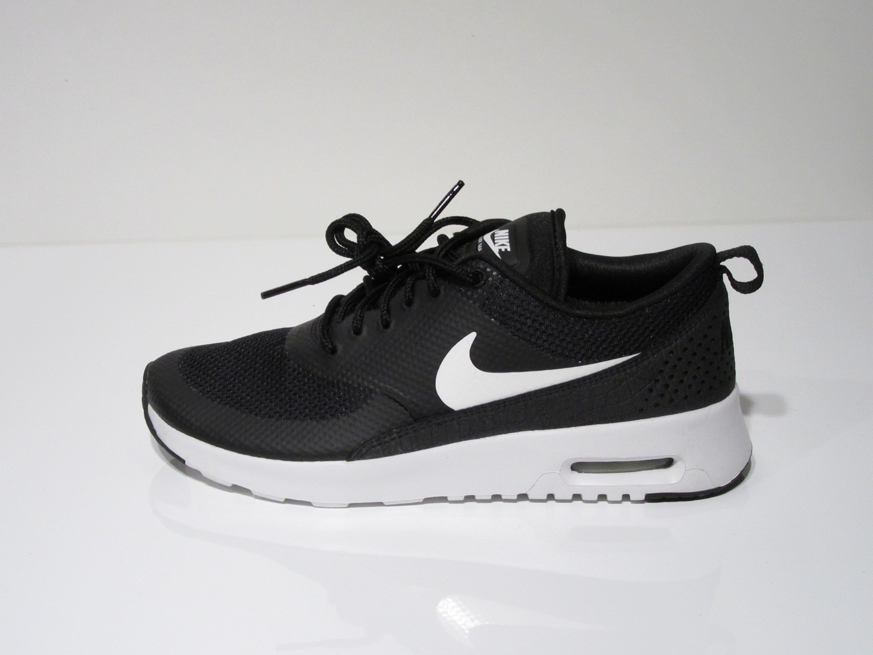 d59be62c6a422a Womans Nike Thea in Schwarz für Damen