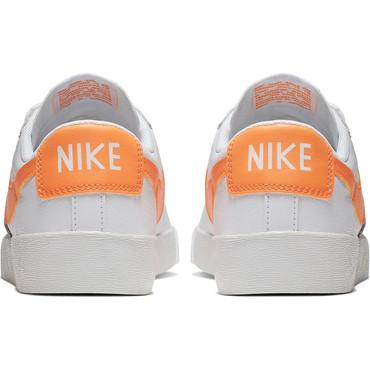 Nike Blazer Low LE Retro-Style BB-Sneakers für Damen in weiß-orange