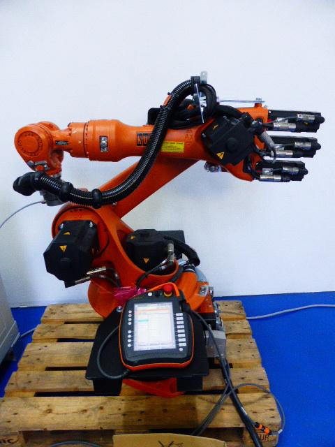 Kuka Roboter VKR 16-2 R1610 mit Steuereinheit VKRC4-SC5 und Kuka smartPAD  Hover