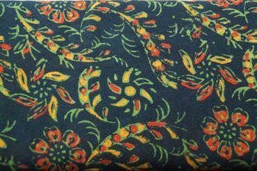 """Handbedruckter Indischer Baumwollstoff """"Summer Flowers"""" green/red/gold Col H"""