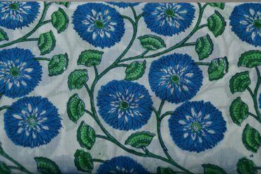 """Handbedruckter indischer Mulmal """"Blue Flower III"""" white printed green/blue – Bild 1"""