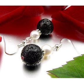 Ohrringe-aus-Lava-und-Perlen