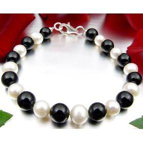 Armband-aus-Onyx-und-Perlen