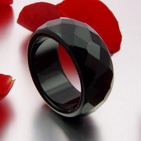 Ring-aus-Onyx-facettiert