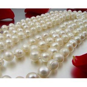 Lange-Kette-aus-Perlen