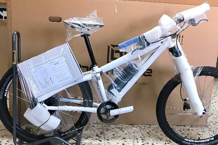 Endmontage E-Bike für Kinder Ausgepackt