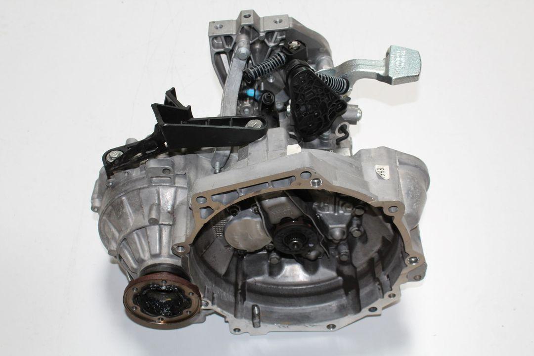 VW Passat B8 Skoda Superb 1.6 TDI SG6 Getriebe Schaltgetriebe QWX 17km
